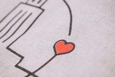 2021 08 11 672 1 370x247 - Szara torba z logo